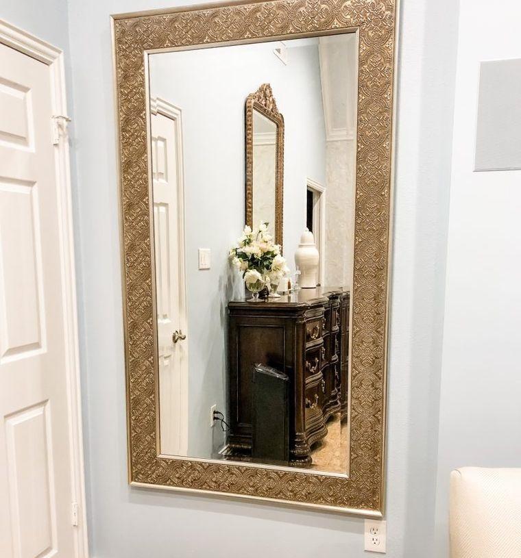 decoración con espejos en pasillo de entrada