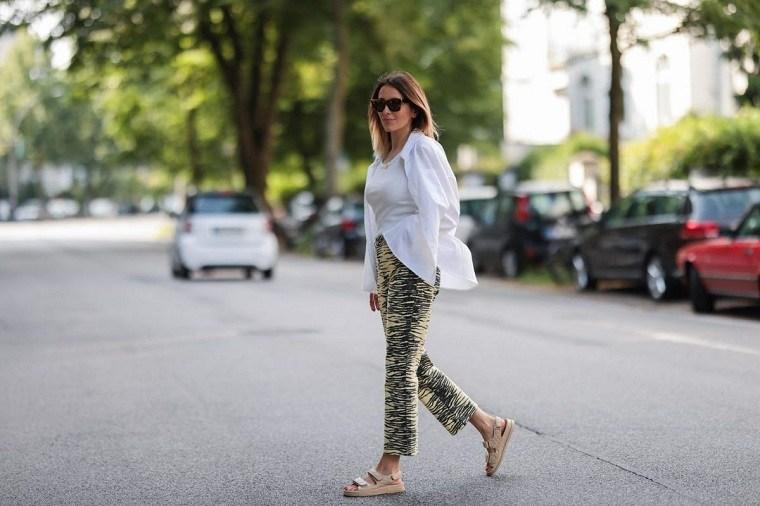 estilo-urbano-2021-tendencias-camisa-grande