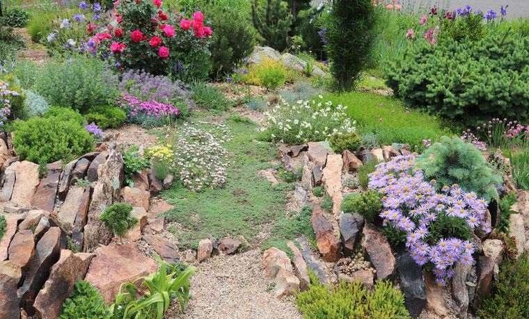 jardín de rocalla diseño colorido