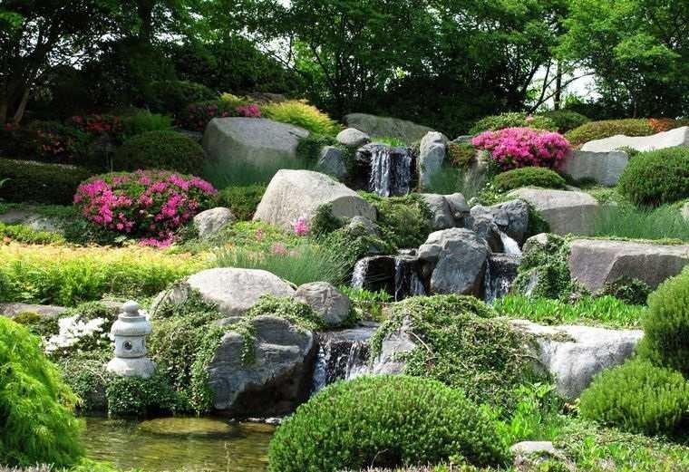 jardín de rocalla diseño con cascada