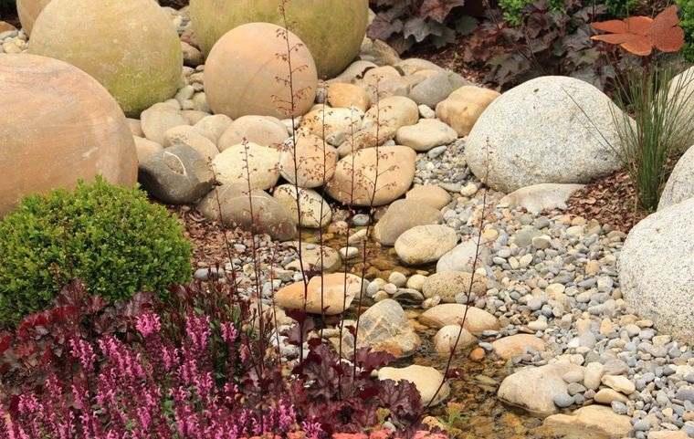 jardín de rocalla diseño con diferentes rocas