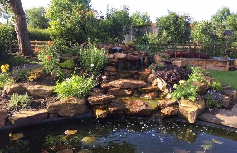 jardín de rocalla diseño con estanque