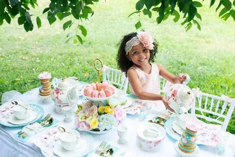 ninos-mesa-decorada-cumpleanos-jardin