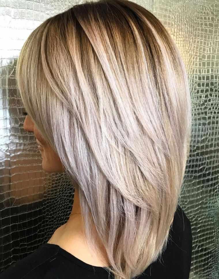 peinados media melena con capas en V