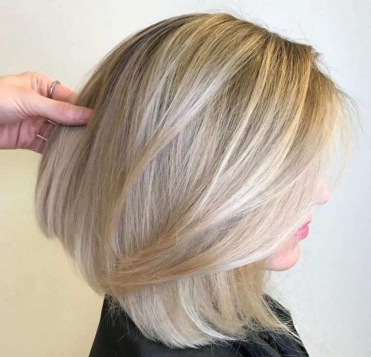 peinados media melena con capas swoopy