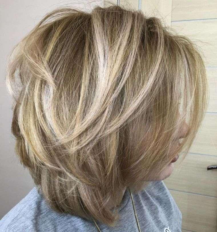 peinados media melena con volumen ondulado