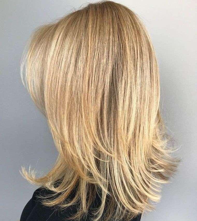 peinados media melena emplumado