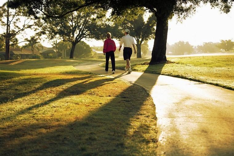 Adelgazar andando comiendo-bien-como-caminar