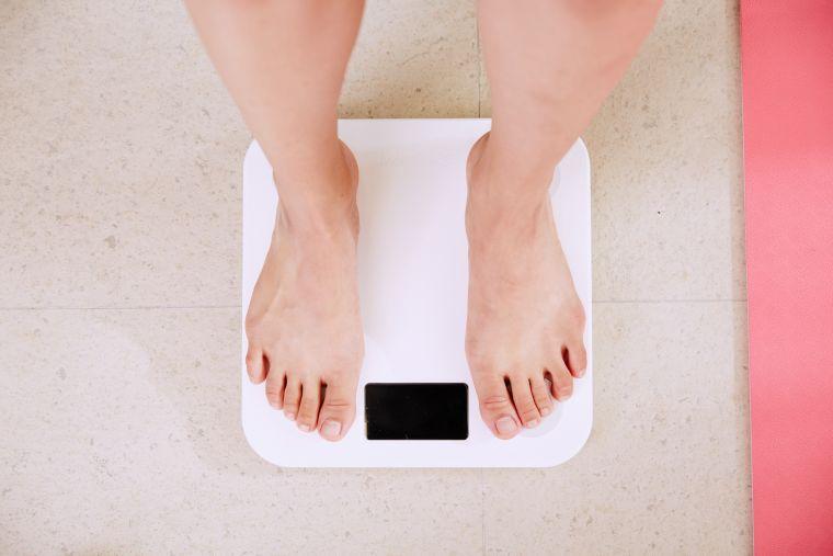 adelgazar-andando-comiendo-bien-salud