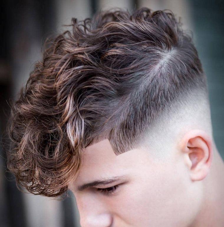 cortes de pelo para chicos cabello rizado lados descoloridos
