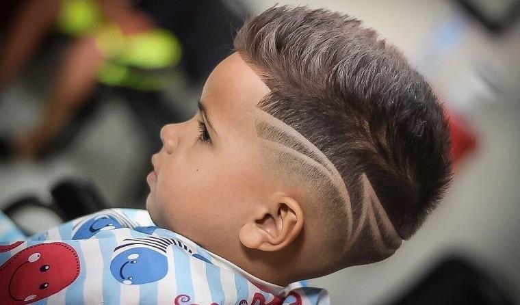cortes de pelo para chicos desvanecimiento con diseño