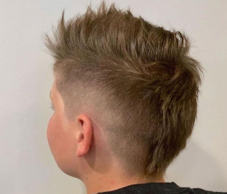 cortes de pelo para chicos estilo mohawk