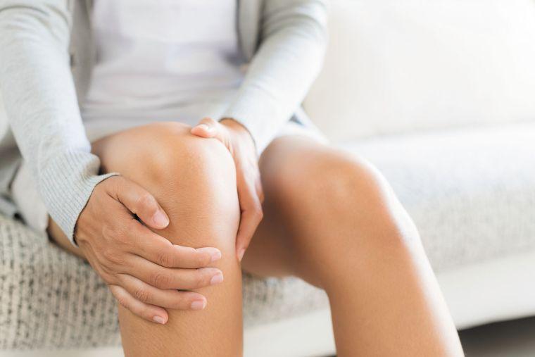 Dolor de rodilla causas correr-mujer