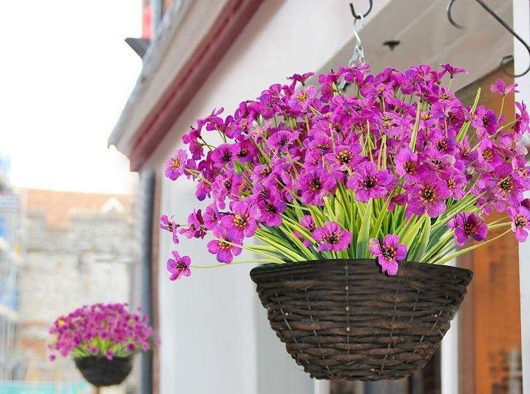 flores artificiales colgadas exterior