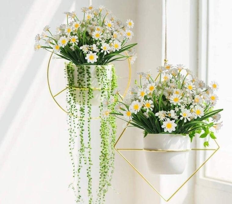 flores artificiales colgadas interior del hogar