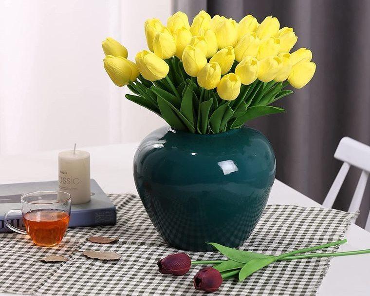 flores artificiales en florero