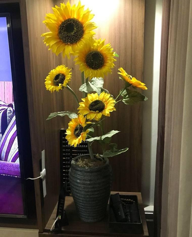 flores artificiales grandes para rincones