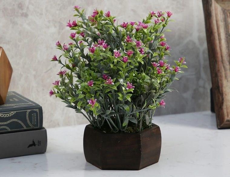 flores artificiales pequeñas apariencia acogedora