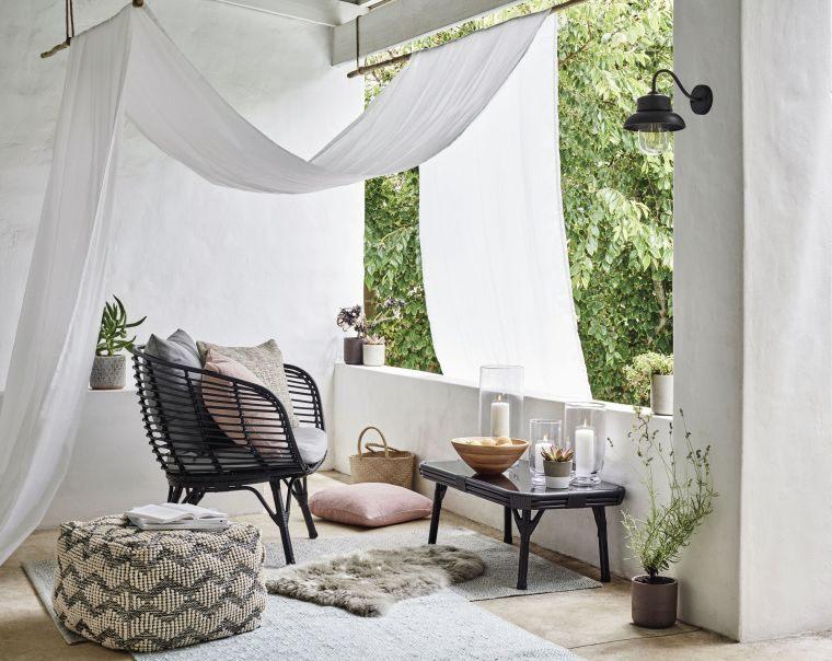 Ideas para ocultar balcón-muebles-cortinas