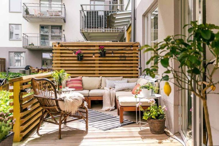ideas-para-ocultar-balcon-muebles-madera