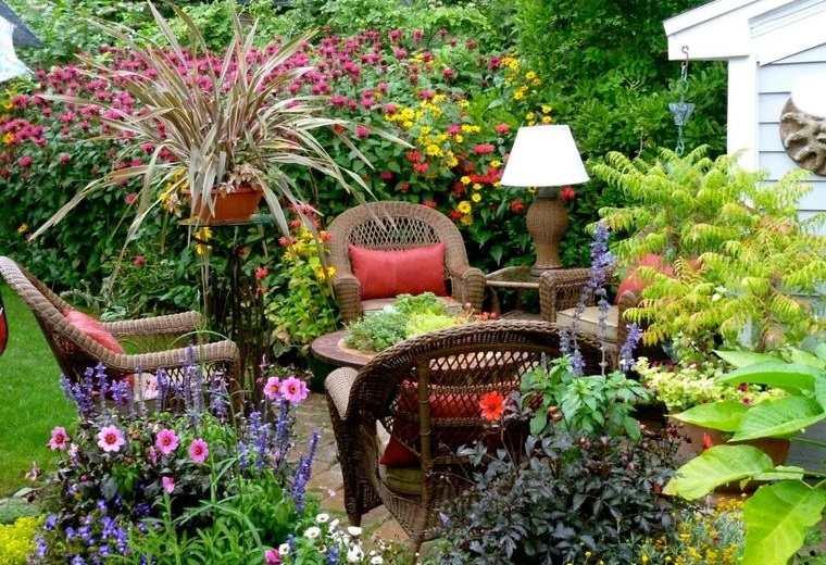 jardín tropical acogedor