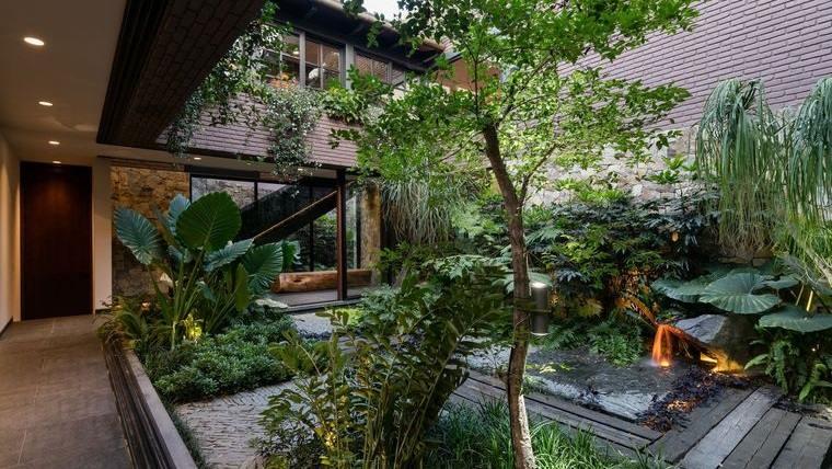 jardín tropical bien distribuido