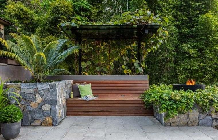 jardín tropical con sencillo diseño