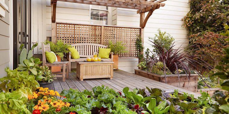 jardín tropical en patio trasero