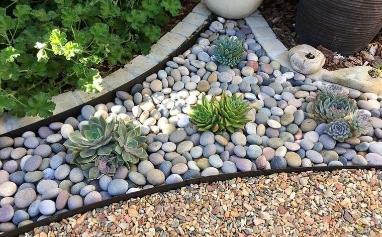 piedras decorativas diseño sencillo en jardin