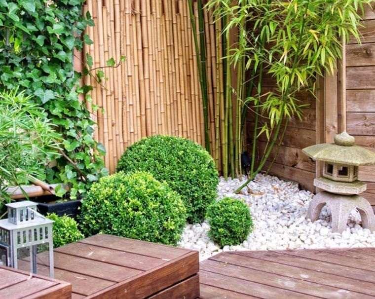 piedras decorativas en rincon de jardin