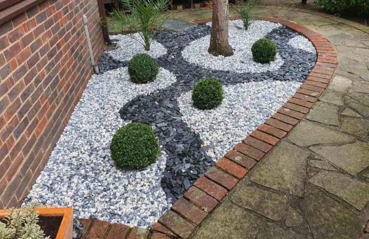 piedras decorativas previenen mala hierba