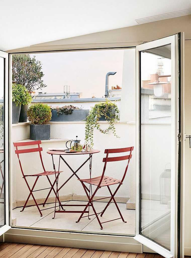 sillas-plegables-mesa-ideas-balcon