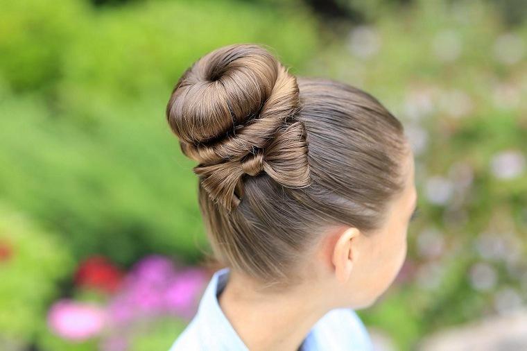 mono-lazo-chica-peinado