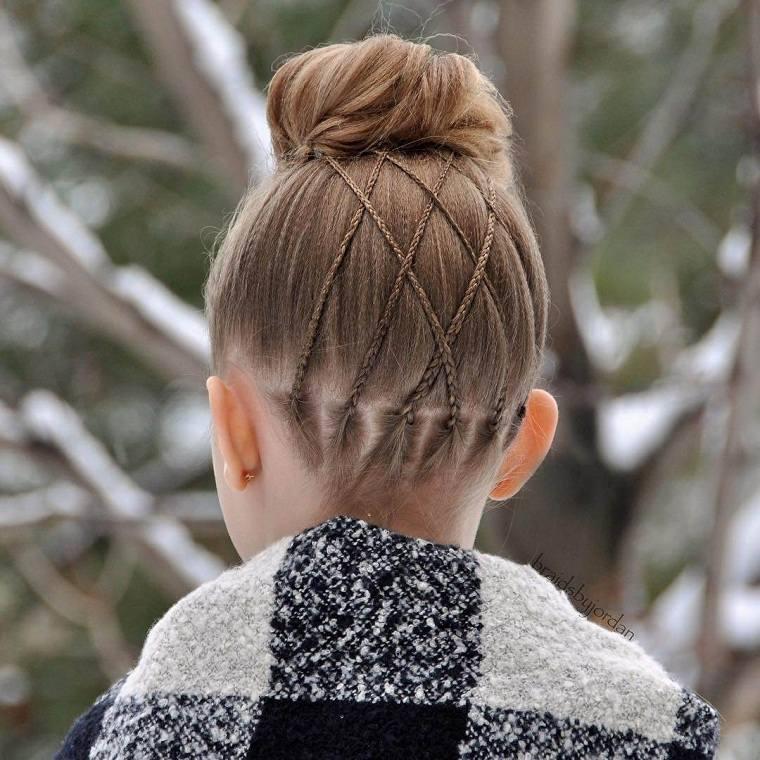 peinados-faciles-y-bonitos-para-ninas-cabello-largo-mono-trenzas