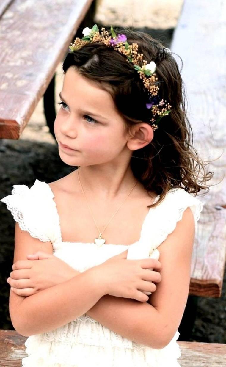 peinados-faciles-y-bonitos-para-ninas-corona-flores