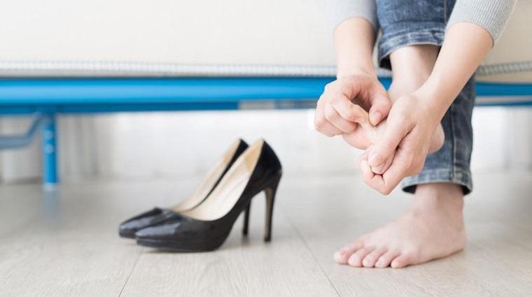 pies sanos evitar zapatos altos