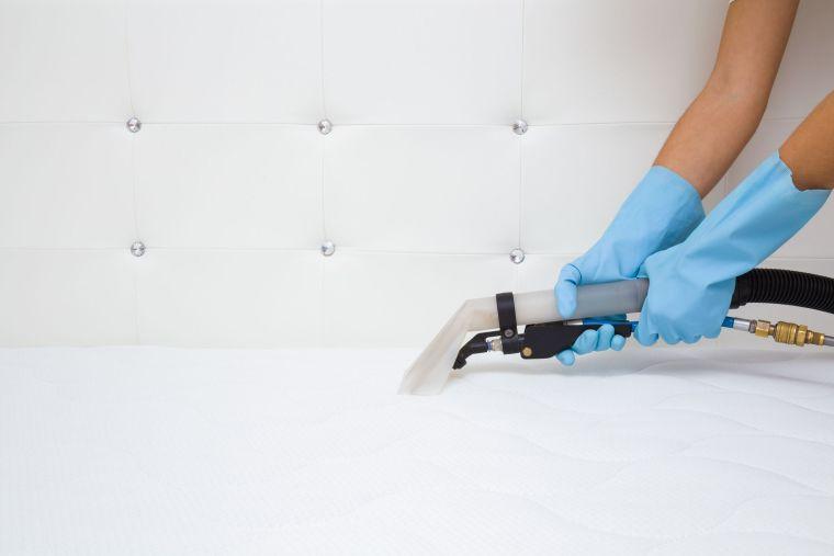 Cómo limpiar un colchón-aspirar