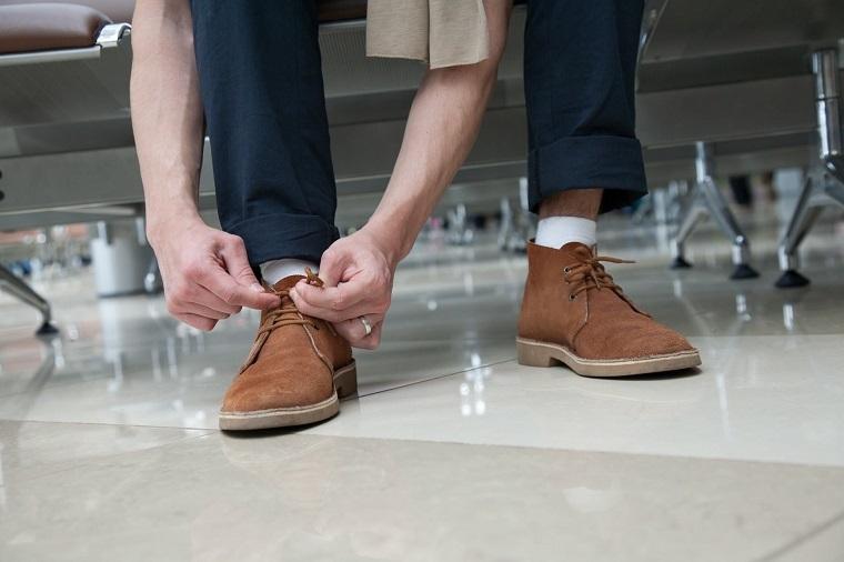 como-limpiar-zapatos-de-gamuza-hombre