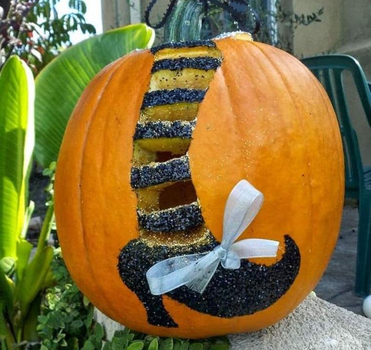 decoración de halloween bota de bruja en calabaza