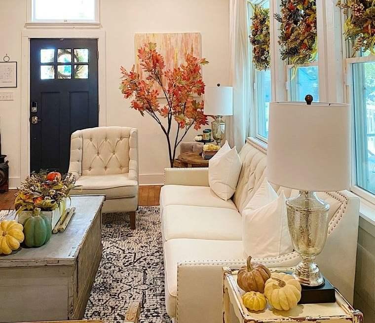 decoración otoño coronas en ventanas