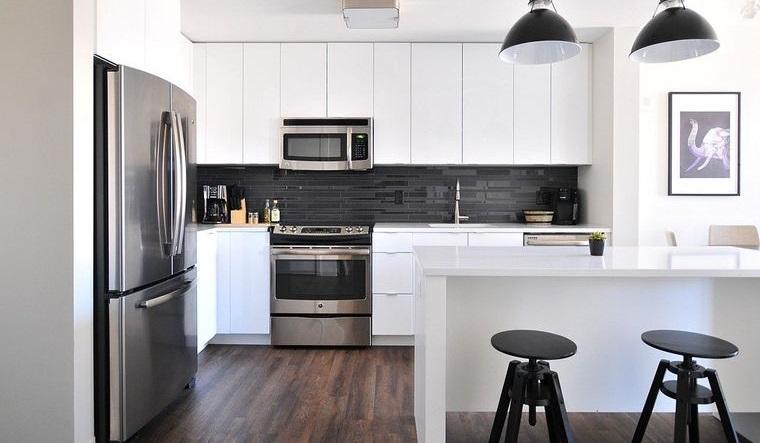 diseños de cocinas blancas toques negros