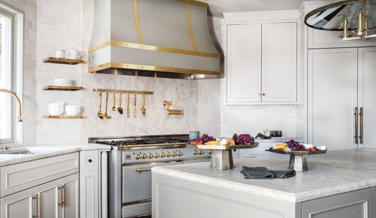 diseños de cocinas con campana decorativa