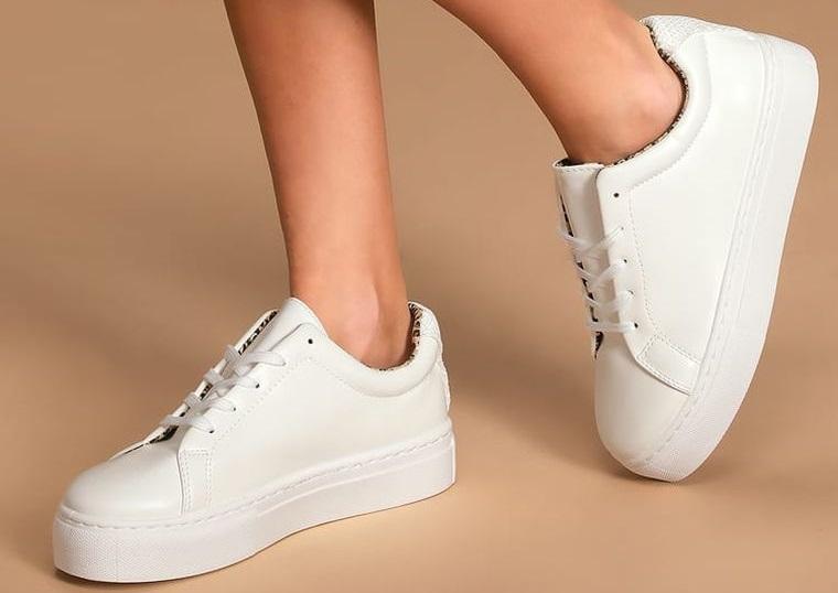zapatos blancos de cuero sintetico