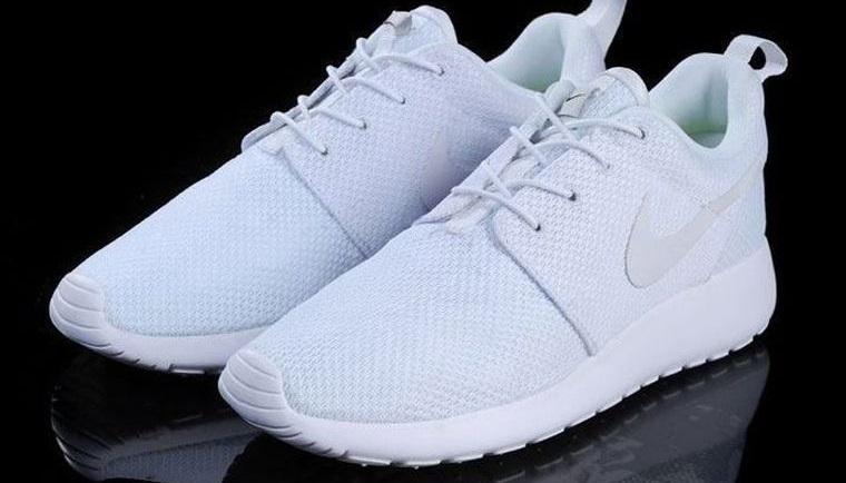 zapatos blancos de diferentes materiales