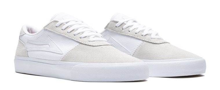 zapatos blancos de gamuza