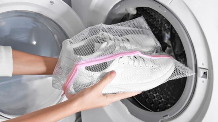 zapatos blancos lavarlos en lavadora